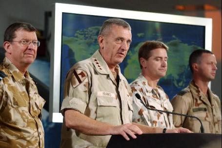 Luitenant-kolonel Jan Blom en generaal Tommy Franks