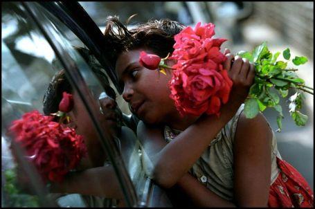 Een bloemenverkoopstertje in Dhaka