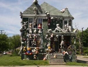 Een lLeegstaand huis bewerkt door kunstenaar Tyree Guyton