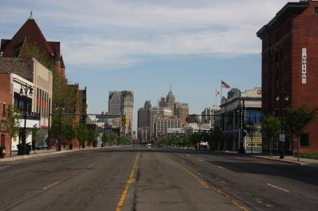 Woodward Avenue, de hoofdstraat van Detroit, tijdens de spits