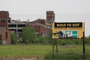 4 vervallen autofabriek klein