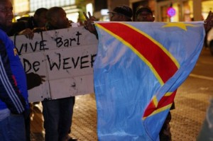 Zwarte betogers in Brussel tegen het verkiezingsverloop in Congo en voor De Wever