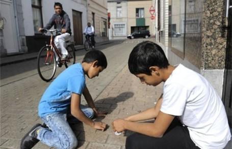 KA 1 een-op-de-tien-kinderen-wordt-in-armoede-geboren-id4383494-620x400