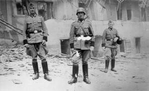 Executeerders Schutzpolizei laten zich gewillig fotograferen