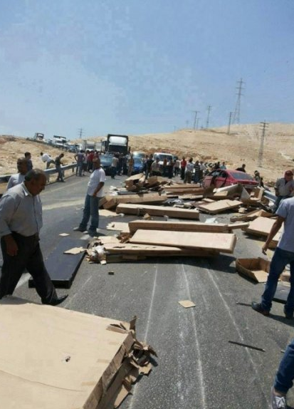 Palestijnen blokkeren autoweg uit protest