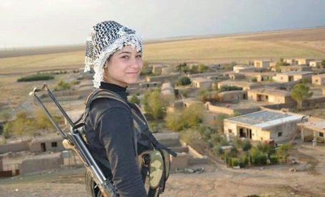 MO Koerdische strijdster