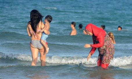Meer verdraagzaamheid op een strand in Tunesie