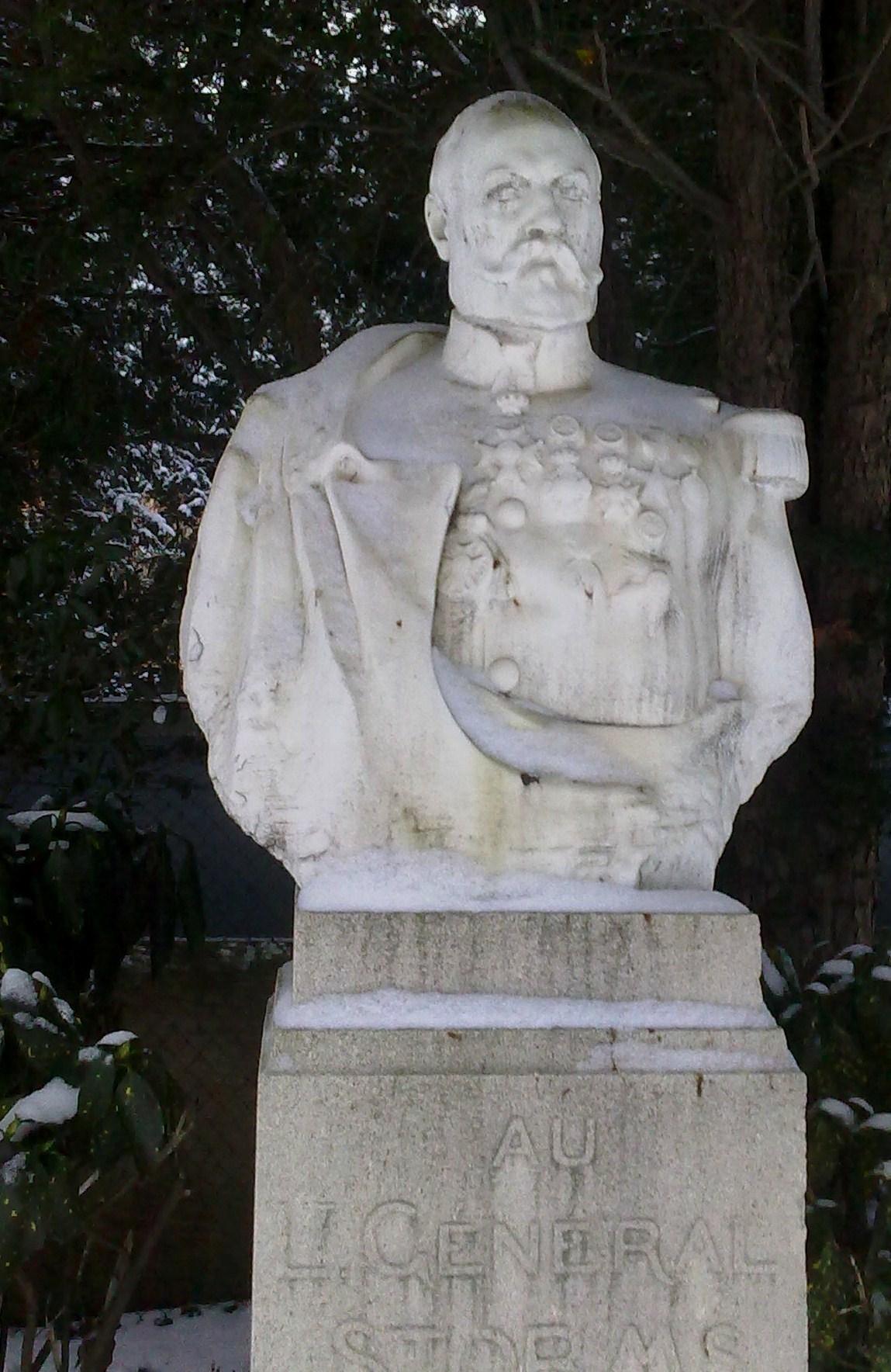 Emile Storms, standbeeld op het prestigieuze de Meeûssquarein Brussel.